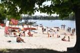Plaża w Śremie. Wielu mieszkańców spędza niedzielę nad jeziorem Grzymisławskim ciesząc się słońcem i wodą