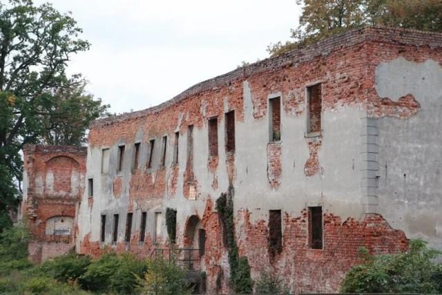 Mury Zamku Piastowskiego w Krośnie Odrzańskim wyglądają coraz gorzej. Zabytek się sypie, ale w końcu są pieniądze na jego remont.