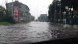Ulice w Łodzi zalane. Wstrzymano ruch tramwajów [wideo, foto]
