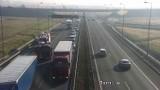 Bochnia. Wypadek na autostradzie, zderzyły się dwie ciężarówki [ZDJĘCIA]