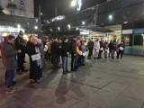 Kilkadziesiąt osób uczciło w Sosnowcu tragiczną śmierć prezydenta Pawła Adamowicza