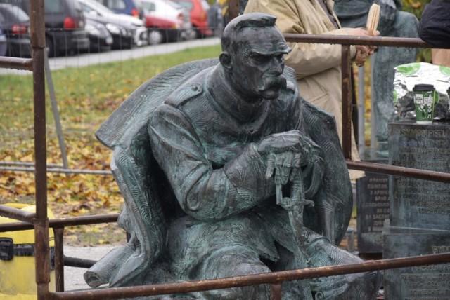 Nowy pomnik w Skierniewicach pod nazwą Po Bitwie Warszawskiej 1920 powstaje na skwerze przed dworcem kolejowym