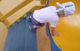 Oświęcim. Niebezpieczna zjeżdżalnia dla maluszków w nowym parku Pokoju. Producent ma wymienić felerne urządzenie [ZDJĘCIA]