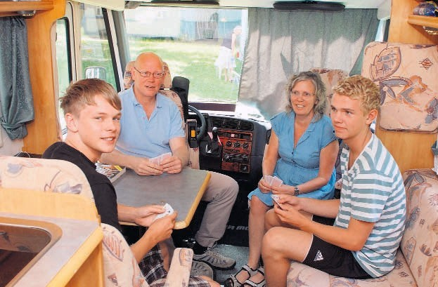 Na kempingu przy Stawach Jana biwakowali we wtorek także Kersti Tagesson z mężem Larsem, 16-letnim synem Joelem i jego 15-letnim kolegą Viktorem. Przyjechali camperem ze Sztokholmu.