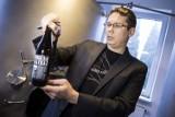 Warzył piwo w garażu, teraz rusza na podbój rynku. Czy warszawski piwowar ma szansę na sukces?