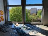 Tragedia przy ul. Osadniczej w Zielonej Górze. W opuszczonym budynku zginął człowiek. Obiekt jest niebezpieczny i niezabezpieczony