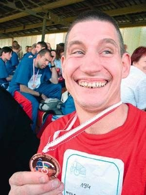 Kazimierz Myga ze Strumienia zdobył brązowy medal w biegu na 200 metrów.   WOJCIECH TRZCIONKA