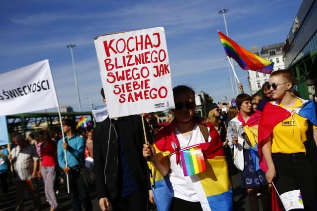 Parada Równości przeszła przez Warszawę. Kolorowa tęcza i tysiące zwolenników LBGT+ [ZDJĘCIA]