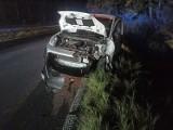 Czołowe zderzenie dwóch pojazdów na drodze krajowej nr 11 w okolicach Podczela [ZDJĘCIA]