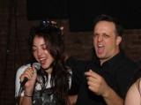 Karaoke w Warszawie. W tych klubach poczujecie się jak prawdziwe gwiazdy. Sprawdźcie, gdzie spędzić śpiewający wieczór w stolicy