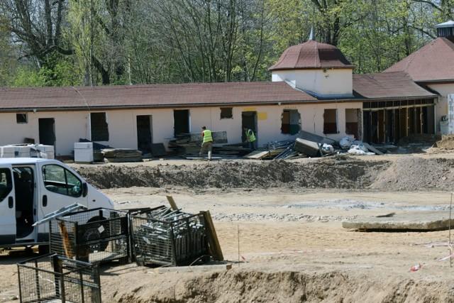 Budowa letnich basenów przy ulicy Stromej w Legnicy.