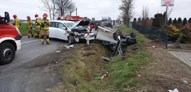 Policja Śrem. W Radoszkowie Drugim doszło do zderzenia dwóch samochodów osobowych