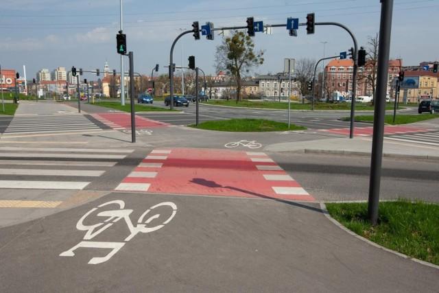 W ostatnim czasie w Bydgoszczy oddano do użytku kilka kilometrów nowych dróg rowerowych: na ul. Kruszwickiej (na zdjęciu), Kujawskiej, Focha, Wojska Polskiego, Grunwaldzkiej