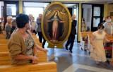 Pierwsza peregrynacja obrazu Matki Bożej Łaskawej poza stolicą. Cudowny obraz odwiedził już wyjątkową grotę w Bińczu oraz kościół w Czarne