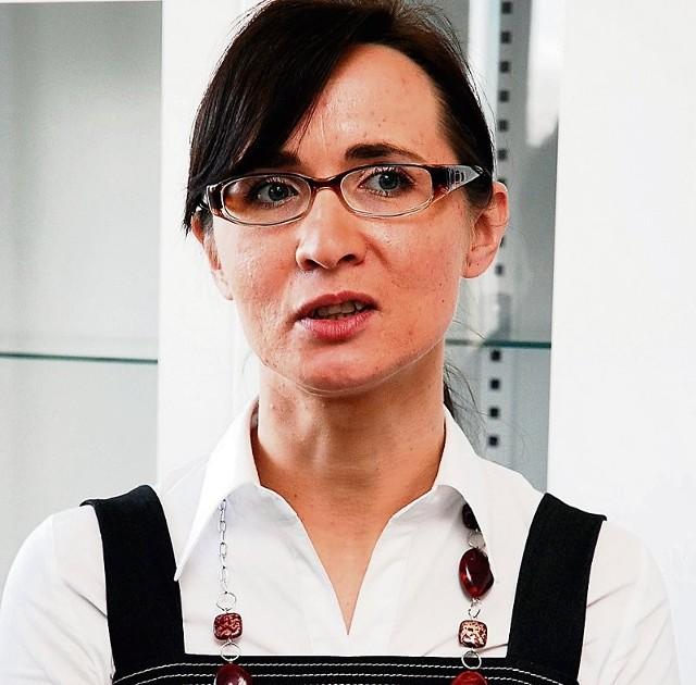 Cholewińska zapewnia, że karetki na czas dojeżdżają do chorych