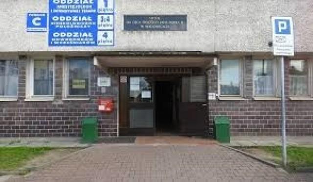 Szpital Powiatowy im. Jana Pawła II zmaga się z zadłużeniem. Według pracowników, to odbija się na ich wynagrodzeniach