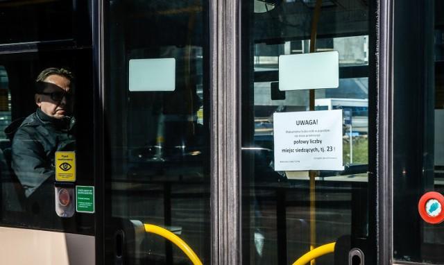 Przewoźnicy w całym kraju informują pasażerów o ograniczeniach w transporcie. Nie wszyscy te informacje biorą sobie do serca.