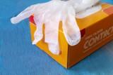 Źle używane rękawiczki to większe zagrożenie COVID-19! Co robić, by jednorazowe rękawice chroniły przed koronawirusem i jaki rodzaj wybrać?