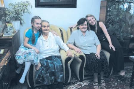 Angelika Ptak, Karolina Krawiec oraz Wiesława i Agnieszka Ptak — łączy je coś więcej niż wspólnota krwi.