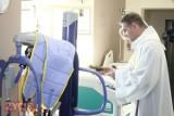 Krotoszyński szpital z nowym podnośnikiem i 4 nowymi materacami przeciwodleżynowymi [ZDJĘCIA + FILM]