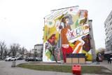 Wola z nowym muralem. Grafika promuje teatr, sztukę i książkę. ''To 170 metrów kwadratowych kultury'' [ZDJĘCIA]