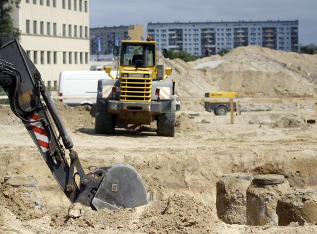 Zasób dobrze położonych i skomunikowanych działek budowlanych z każdym rokiem się kurczy, szczególnie w dużych miastach.