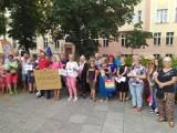 Protest pod Sądem Okręgowym w Opolu. Grupa opolan domagała się respektowania unijnego prawa
