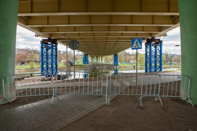 Firmy które wezmą udział w przetargu na naprawę mostu zyskają dodatkowe punkty za skrócenie deklarowanego czasu wykonania zadania.