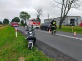 Zderzenie samochodu osobowego ze skuterem. Jedna osoba trafiła do szpitala