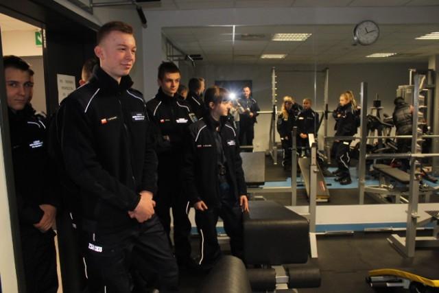 Uczniowie klas mundurowych z Wojsławic z wizytą w poddębickiej komendzie policji