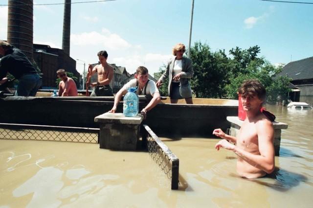 50 zdjęć z Powodzi Tysiąclecia. Reportaż Dziennika Zachodniego z 1997 roku z Raciborza