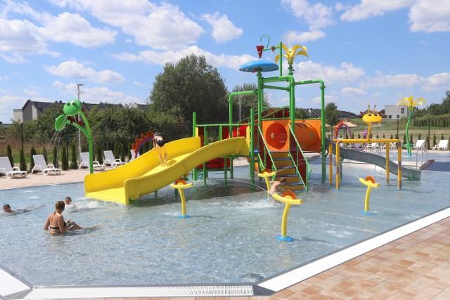 Wodny plac zabaw w Tarnowskich Górach jest otwarty. To nowa atrakcja Parku Wodnego. Zobacz kolejne zdjęcia. Przesuwaj zdjęcia w prawo - naciśnij strzałkę lub przycisk NASTĘPNE >>>