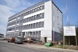 Kolejne urzędy miasta są częściowo zamykane – zakażeni są pracownicy UM w Łazach