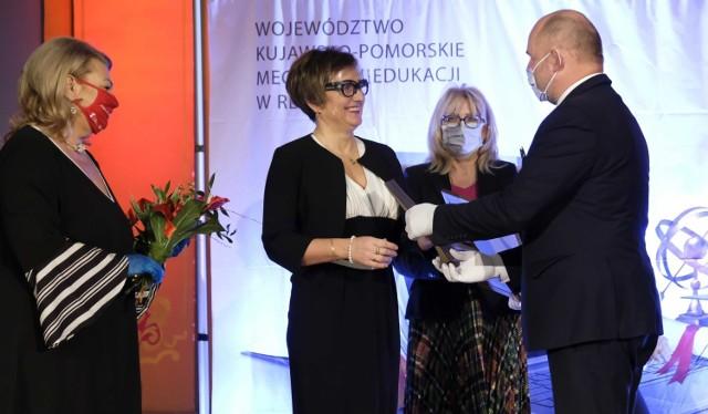 Marszałkowskie wręczenie nagród nauczycielom odbyło się w Dworze Artusa w Toruniu.