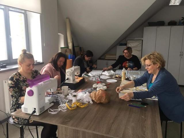 Mieszkańcy powiatu międzychodzkiego włączyli się w akcję szycia maseczek i zbierania niezbędnych rzeczy dla poznańskich szpitali.
