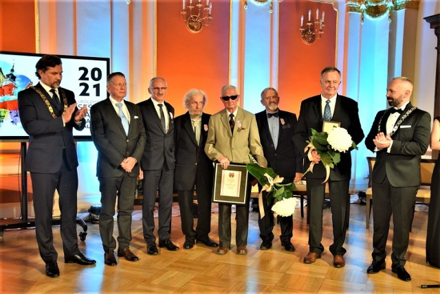 Uroczysta Sesja Rady Miasta Kalisza. Uhonorowano osoby zasłużone dla miasta