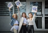 W II Liceum Ogólnokształcącym imienia Jana Kochanowskiego w Bełchatowie maturzyści odebrali świadectwa szkolne