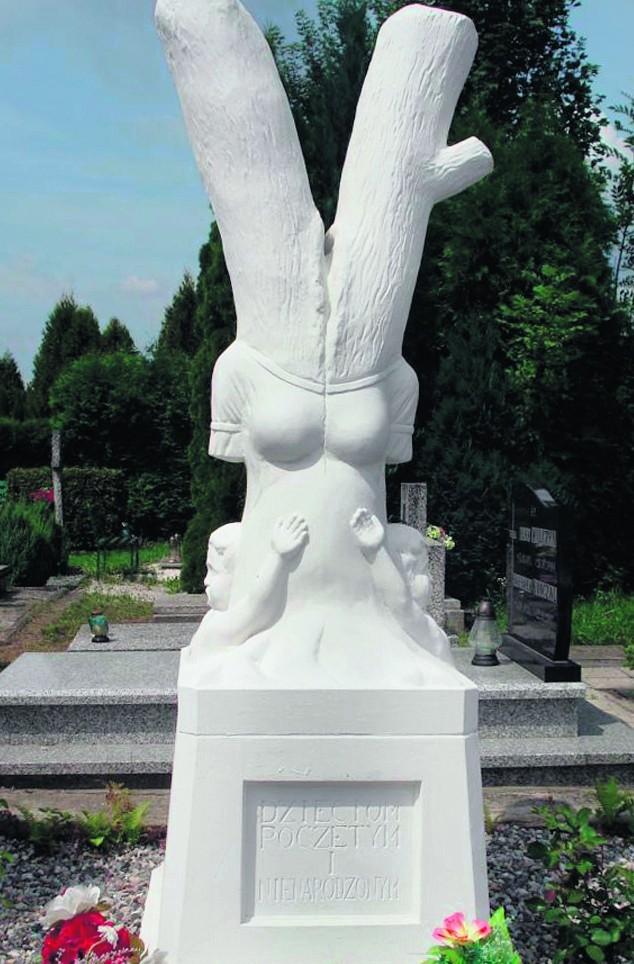 Taki pomnik stanął na cmentarzu w Ząbkowicach Śląskich