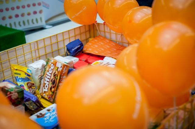 Świąteczna Zbiórka Żywności jest od lat prowadzona w kilkuset sklepach w całej Polsce. Na zdjęciu zbiórka w Warszawie trzy lata temu