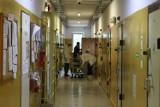 Zza krat, więzienie w Szczecinku. Spacerniak, cele, siłownia, kaplica [zdjęcia]