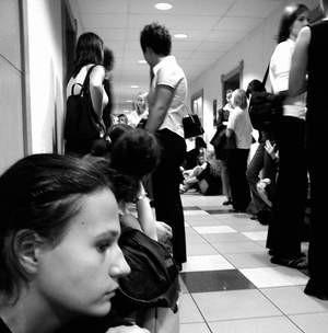 Przyszli studenci z niecierpliwością czekali na ogłoszenie wyników egzaminu. Foto: JAKUB MORKOWSKI