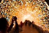 Tak wyglądają oświetlone miasta na święta z lotu ptaka! Tysiące lampek i kilkumetrowe choinki. Oto najładniejsze iluminacje w Polsce!