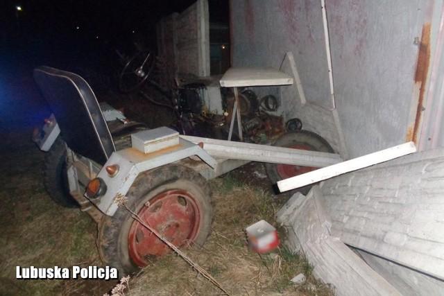 W Bobrowicach kierowca przerobionego ciągnika wjechał w betonowe ogrodzenie. Pojazd nie był dopuszczony do ruchu, a mężczyzna nie posiadał prawa jazdy i był pijany.