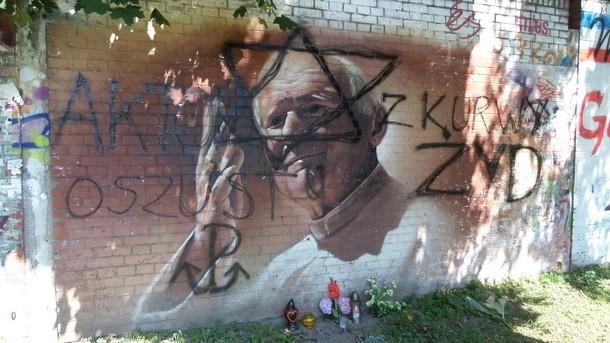 Wandale zniszczyli piękne graffiti z wizerunkiem Jana Pawła II
