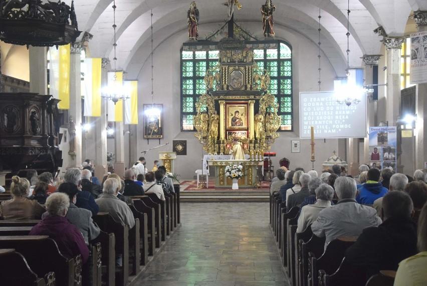 Malbork. W Boże Ciało procesje odbywają się nie tylko wokół kościołów, ale także w środku [ZDJĘCIA]