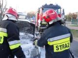 Na ulicy Łąkowej w Krotoszynie zapalił się samochód osobowy ze zbiornikiem na gaz ZDJĘCIA