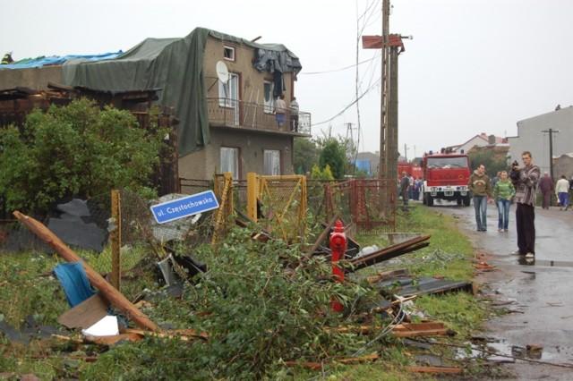 Trąba powietrzna w Radomsku, najbardziej ucierpiało Stobiecko Miejskie (15.08.2008)