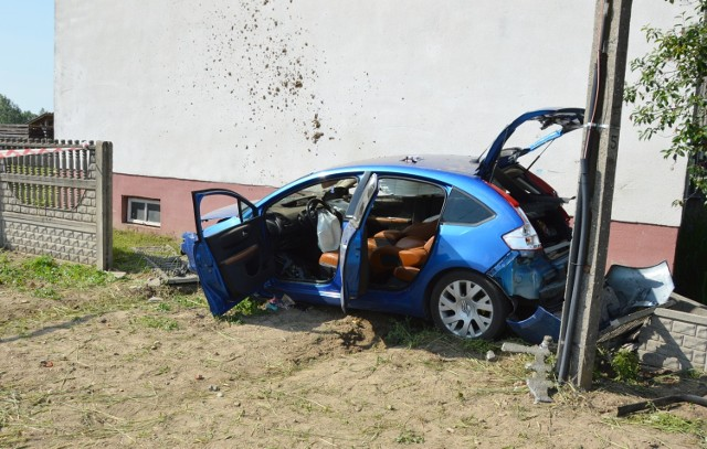 Zderzenie dwóch samochodów na drodze między Mierzynem a Cieszanowicami (gm. Rozprza). 12.06.2020
