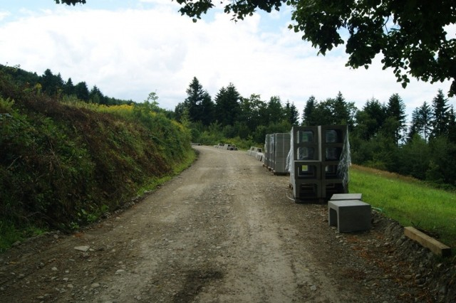 Drogi w Popardowej i Jamnicy były dziurawe i rozjeżdżone, bo nieformalnie wyznaczono nimi objazdy, mieszkańcy czekali na remont od lat, ale teraz okazał się pilny