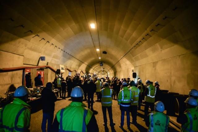 Trasa Świętokrzyska w budowie. Szeroka droga i tunel na Targówek